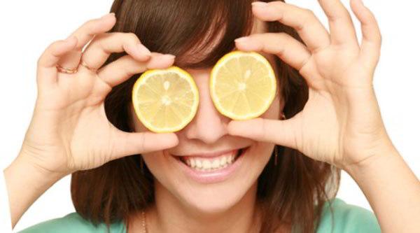 дольки лимона на глазах