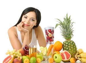 девушка выбор витаминов