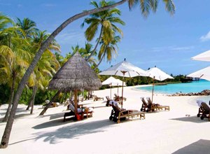 песочный белый пляж